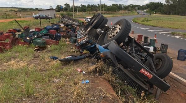 Motorista ficou ferido e foi socorrido em estado grave. (Foto: Siga Mais)