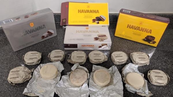 Polícia descobre 48 alfajores recheados de cocaína. Droga pesou mais de quatro quilos (Cedida/PM Rodoviária).