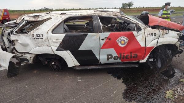 Viatura SW4 da Toyota completamente destruída após o acidente (Reprodução).