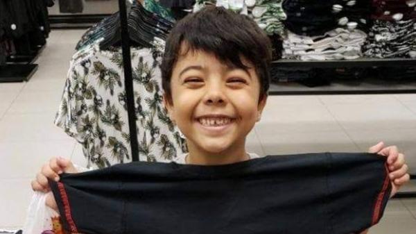 O menino Bruno Gomes da Silva, de 8 anos, vítima fatal do atropelamento (Foto: Mara Valentim Sales/Cedida/G1).