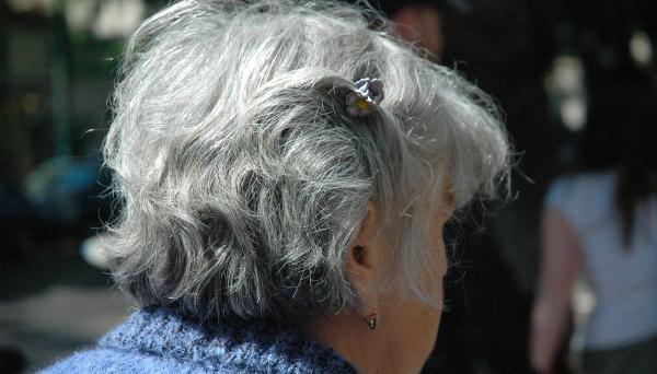 É preciso ter cuidados redobrados nesta época do ano, principalmente com os idosos que tem imunidade mais baixa e menor capacidade de regular a temperatura corporal.
