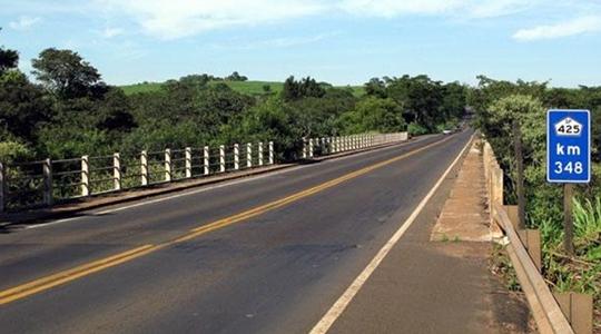 Vistoria técnica revela instabilidade da estrutura. Nova ponte terá 115 metros e investimento de R$ 11 milhões (Reprodução/Tupã Notícias).